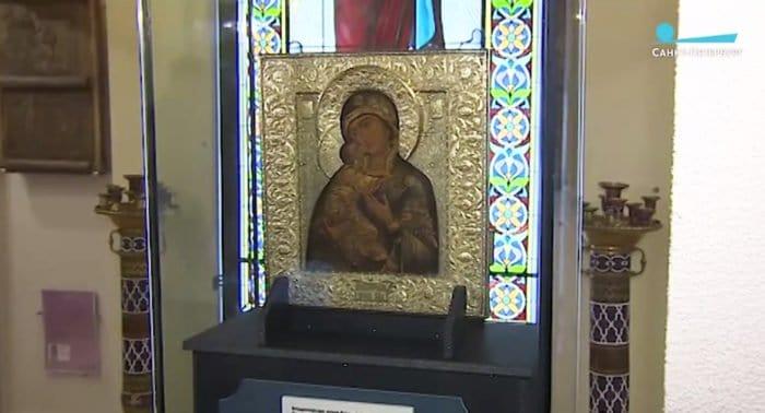 В Петербурге показали восстановленную Владимирскую икону: медную пластину от нее вернул житель Германии