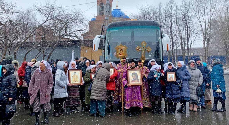 Автомобильный крестный ход против коронавируса прошел в Екатеринбурге