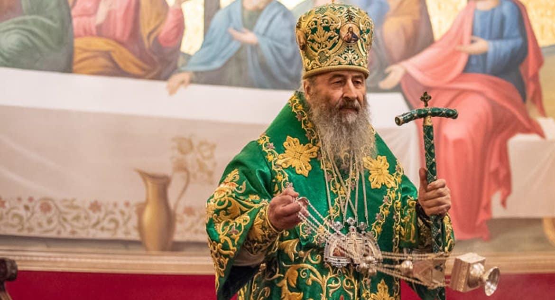 Митрополит Киевский Онуфрий передал детской больнице аппарат ИВЛ и защитные костюмы