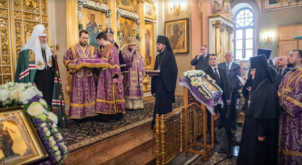 Патриарх Кирилл передал Покровскому монастырю Москвы мощи Флора и Лавра
