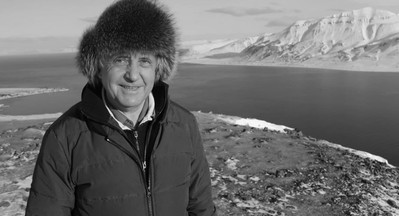 Умер один из строителей храма в Антарктиде, испытатель парашютов Петр Задиров