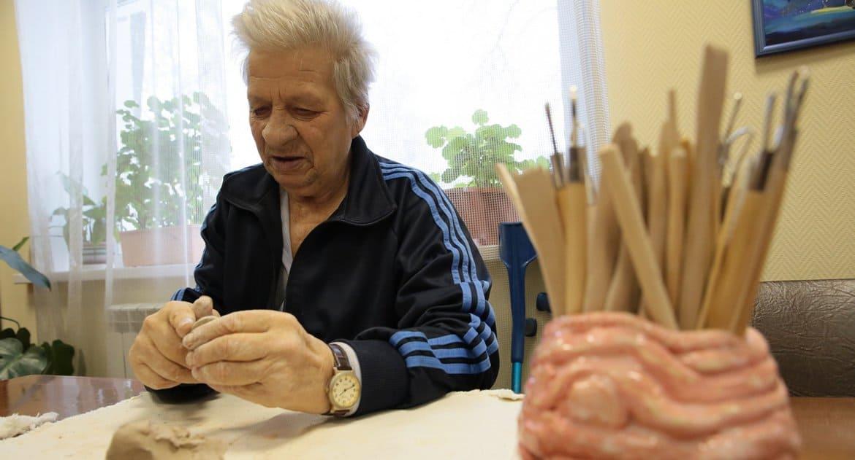 Москвичам старше 65 лет предписали с 26 марта по 14 апреля оставаться дома