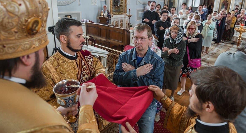 В храмах необходимо делать все, чтобы минимизировать распространение коронавируса, – протоиерей Максим Козлов