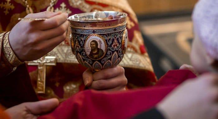 Патриарх Кирилл уверен, что Святые Дары не подвержены никакой инфекции
