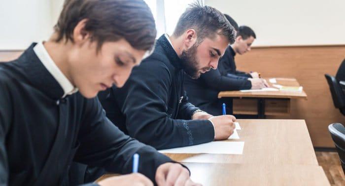 В России создадут Комиссию по развитию религиозного образования