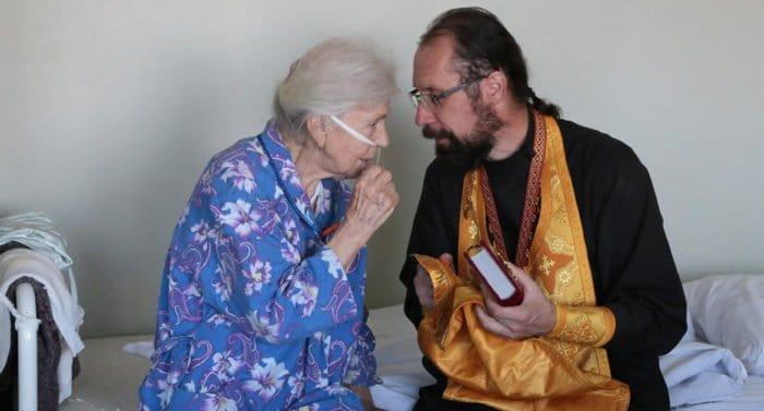 Союз православных женщин призвал пустить священников в больницы