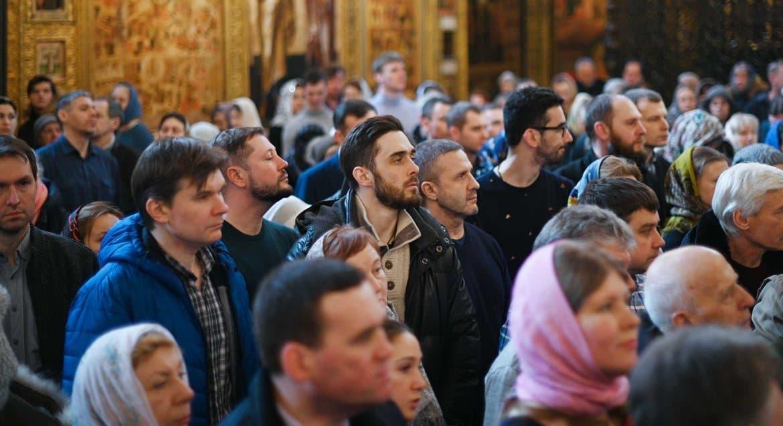 Богослужение станет понятнее, если сам человек начнет им интересоваться, считают в Церкви