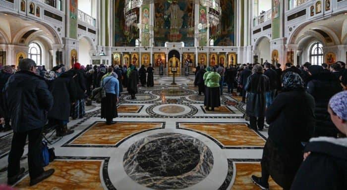 В московских храмах принимают меры против коронавируса