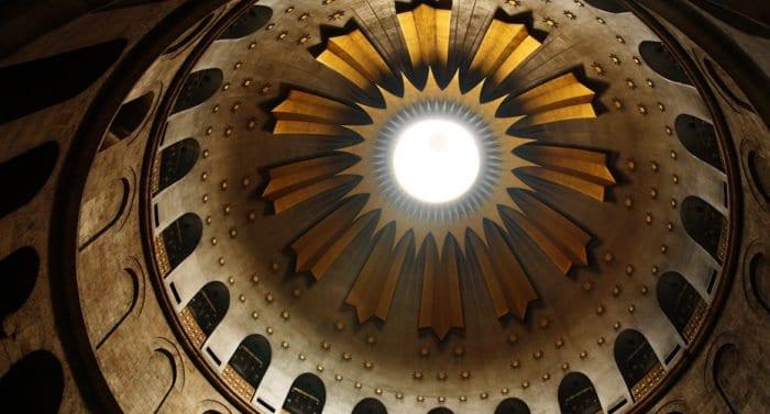 Храм Гроба Господня в Иерусалиме открылся после двух месяцев карантина