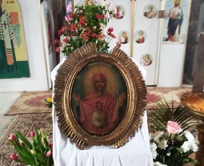 К мироточащей иконе Богородицы в тульском селе Урусово едут паломники из разных областей
