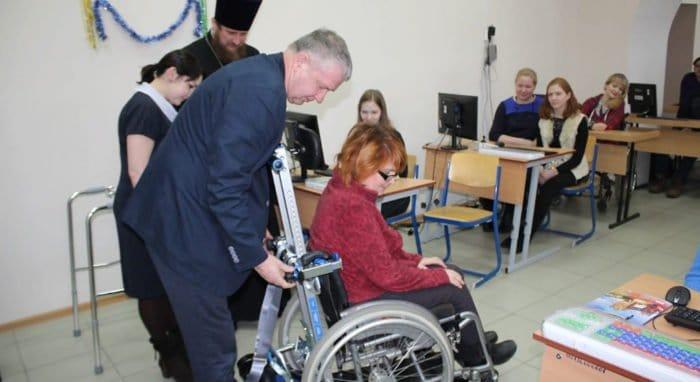 В Златоусте Церковь помогла инвалидам средствами реабилитации и собирается запустить социальное такси