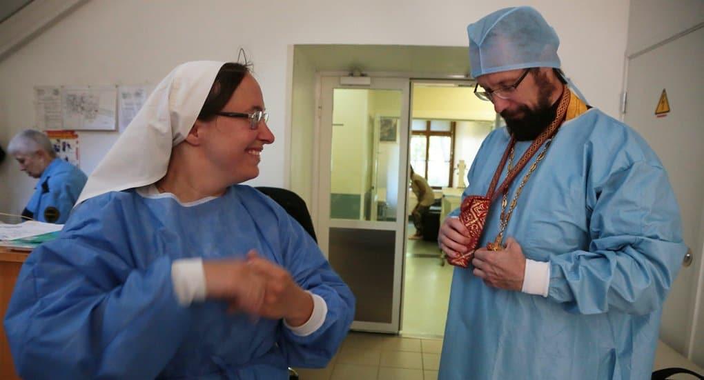 Более 80 помощников больничных священников будут работать в Москве