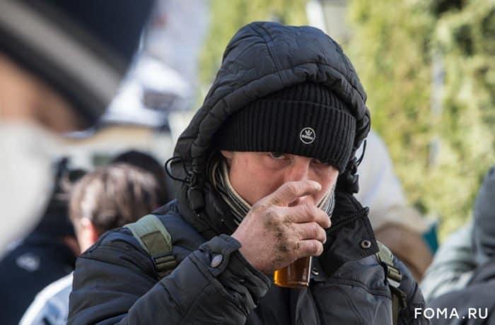 Все сидят по домам. Но что происходит с бездомными? — фото с улиц пустой Москвы