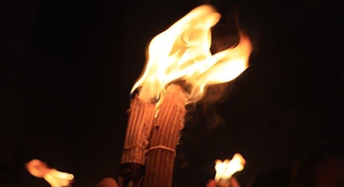Можно ли купить в интернете свечи, опаленные благодатным огнем?