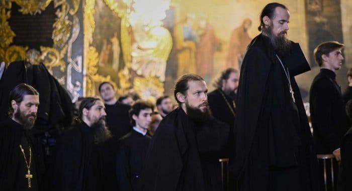 Монахов московских монастырей начали тестировать на коронавирус