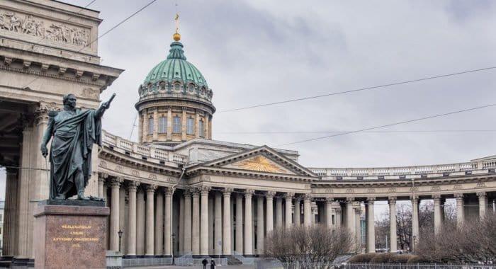 В Петербурге ограничили количество прихожан на службах из-за ситуации с коронавирусом