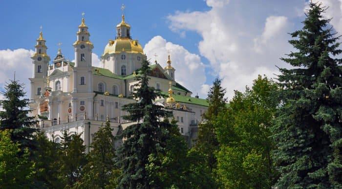 Свято-Успенскую Почаевскую лавру на Украине закрыли на карантин