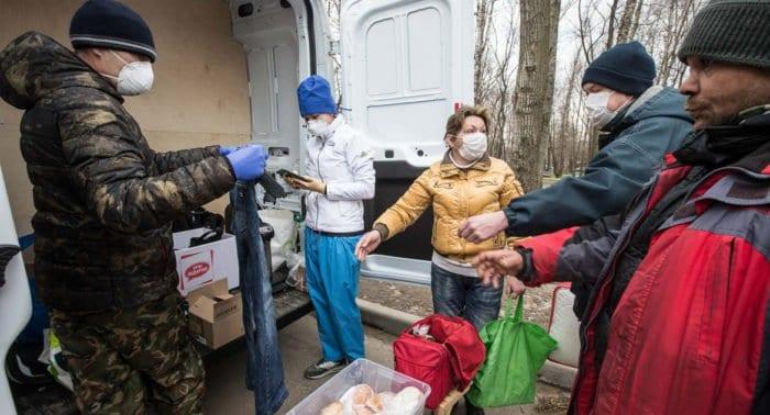 Все больше нуждающихся москвичей получают помощь от Церкви в период пандемии