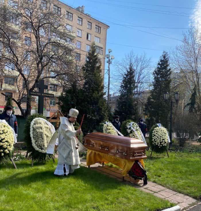 Протоиерея Александра Агейкина похоронили за алтарем Елоховского собора