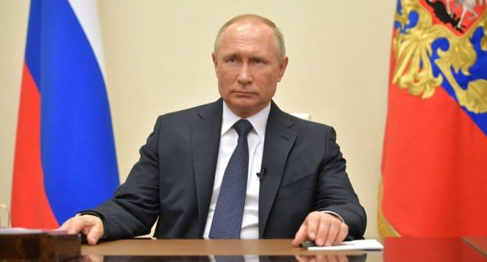 Владимир Путин поручил начать с 18 января массовую вакцинацию от коронавируса