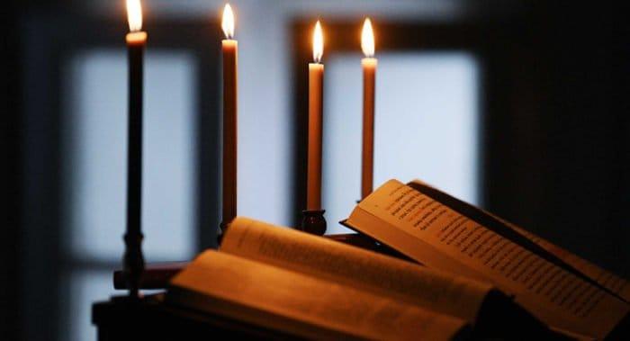 Во всех храмах Татарстана помолились о погибших и пострадавших при атаке на школу в Казани