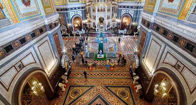 Как быть, если священник не запрещает идти в храм во время карантина?