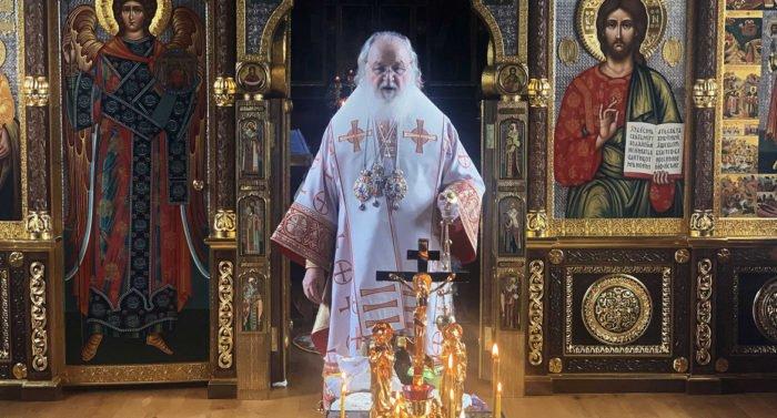 На Радоницу патриарх Кирилл помолился о священнослужителях, умерших от коронавируса