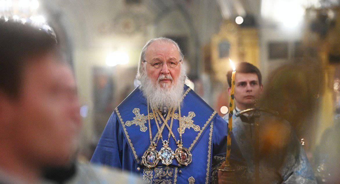 Многие храмы закрыты по причине требования санитарных властей – давайте крепко молиться в своих домах, – патриарх Кирилл