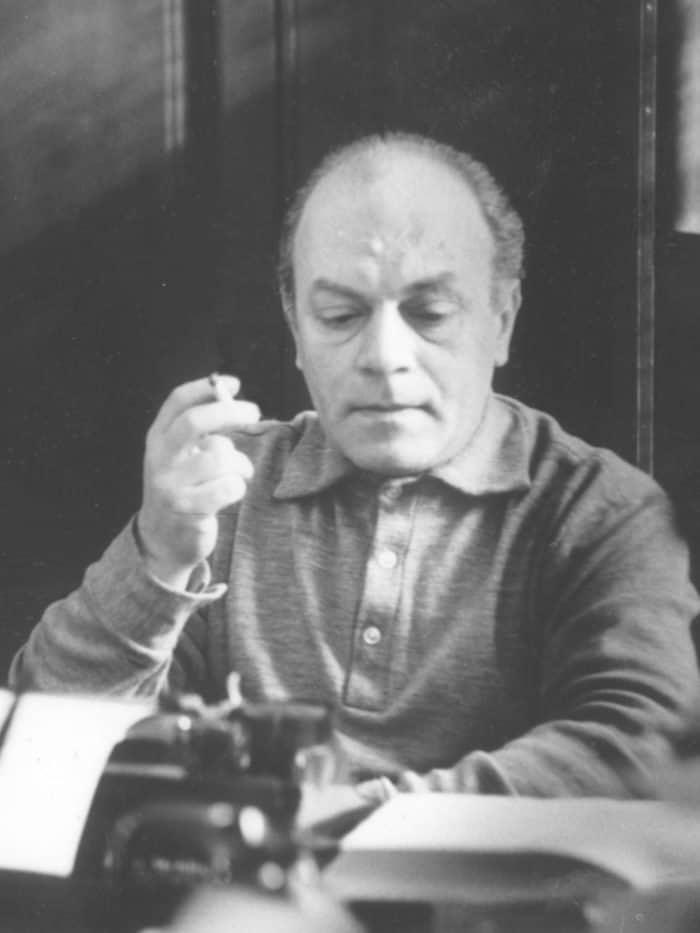Стихи ко Дню Победы: первые публикации и живые голоса поэтов