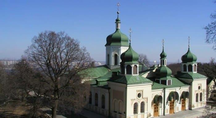 В Киеве после карантина открылись еще два монастыря