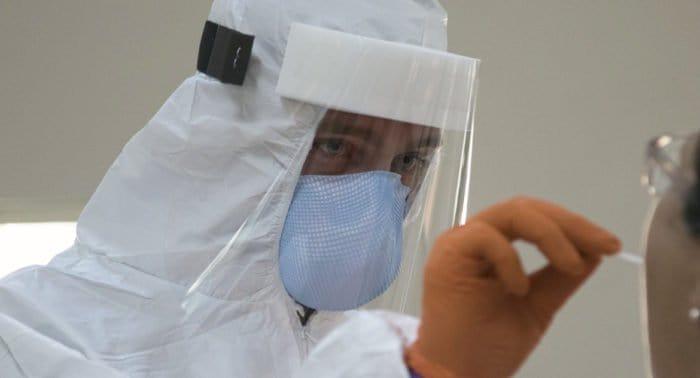 В России с осени 2020-го второй раз выявили меньше 13 тысяч ковид-больных
