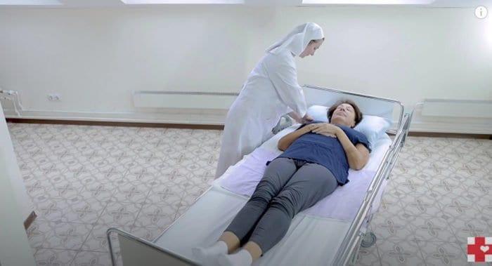 Служба «Милосердие» публикует ролики в помощь тем, кто ухаживает за тяжелобольными