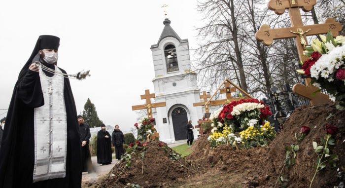 В Церкви планируют соборно помолиться о священнослужителях, умерших во время пандемии