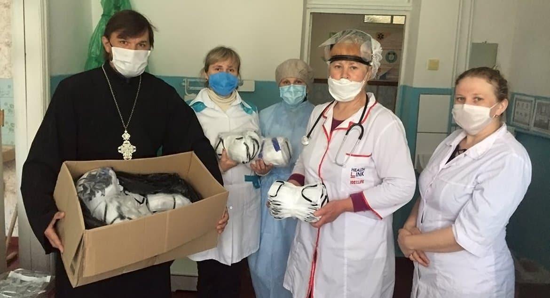 Украинская Церковь продолжает помогать во время пандемии медикам и нуждающимся