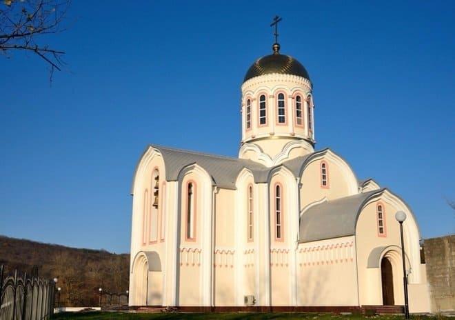 Храм Сергия Радонежского в Тушине с необычным домом причта ввели в эксплуатацию