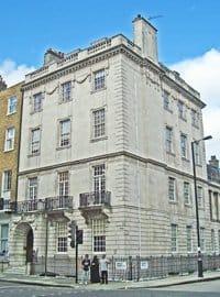 Харли-стрит, 90, Лондон. В этом здании находилась частная клиника для женщин, которой руководила Флорен Найтингейл до отъезда в Крым.