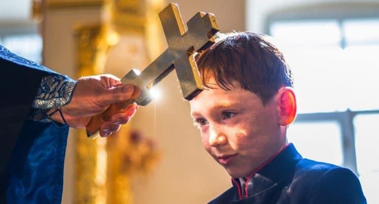 Почему в церкви могут отругать? Священник отвечает на вопрос подростка