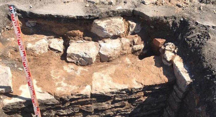 В Ивангороде отыскали фундаменты двух разрушенных церквей: их силуэты выделят мощением
