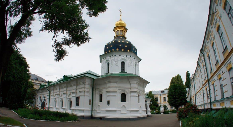 На Украине с 5 июня верующие смогут посещать службы в храмах