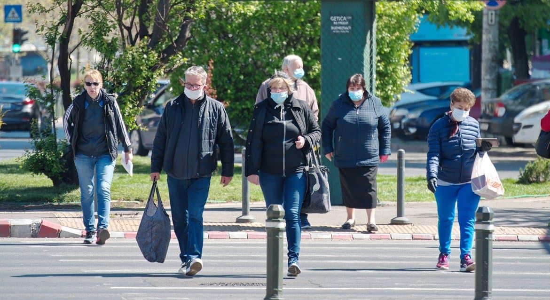 Все ограничения из-за коронавируса могут снять в России к февралю 2021 года