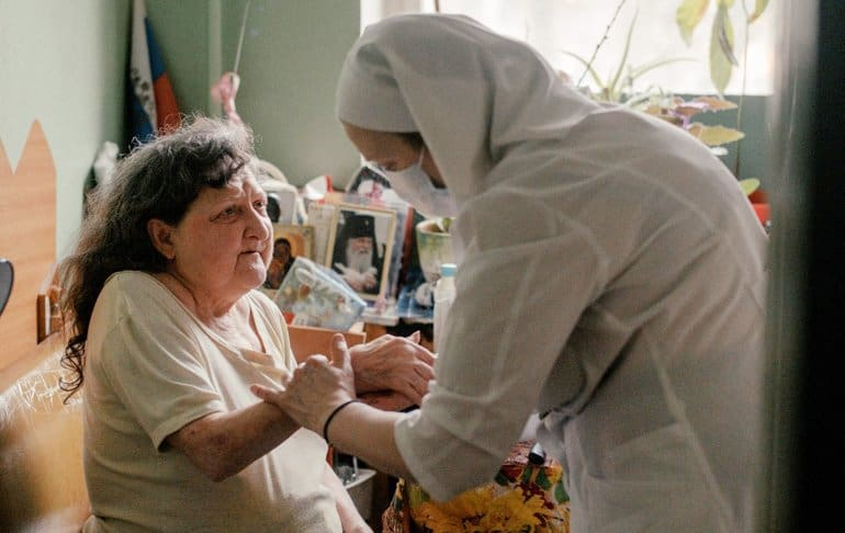 За 15 лет служба «Милосердие» помогла полумиллиону человек: уникальный опыт приобретен и во время пандемии