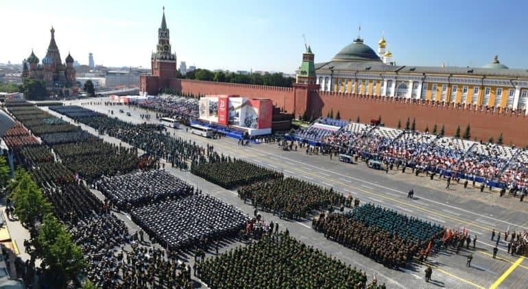 Патриарх Кирилл посетил военный парад в честь 75-летия Победы