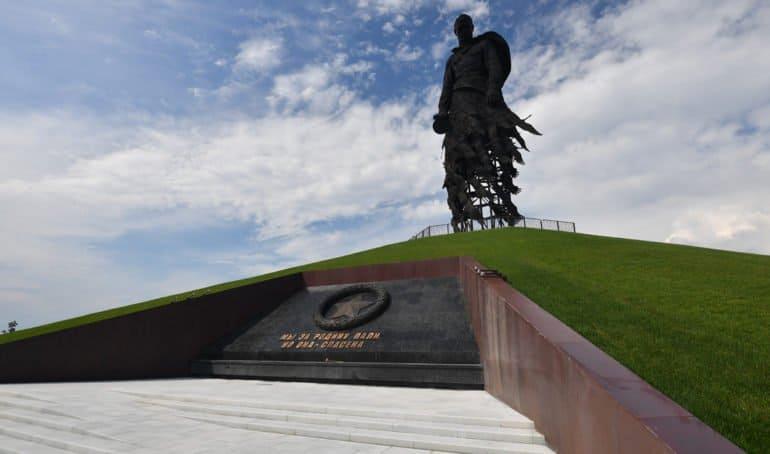 Путин и Лукашенко открыли Ржевский мемориал советскому солдату