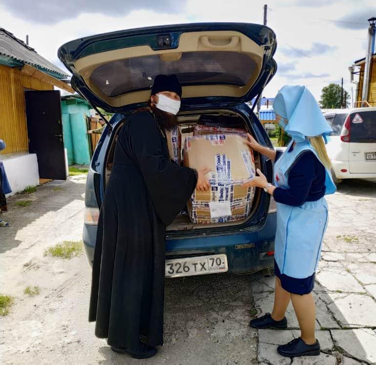 За два дня Томская епархия передала нуждающимся две тонны продуктов