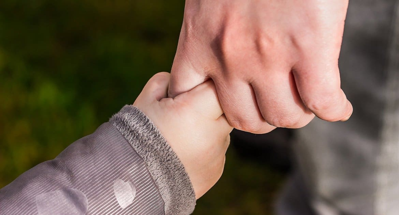 Малоимущие семьи не должны жить в постоянном страхе, что у них отнимут детей, уверены в Церкви