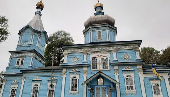 В Винницкой области рейдеры закрыли на замок храм с верующими внутри