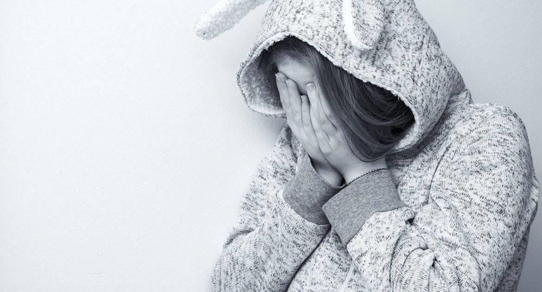 Отчим дочери был деспот, после нашего развода она в депрессии и обиде. Что делать?