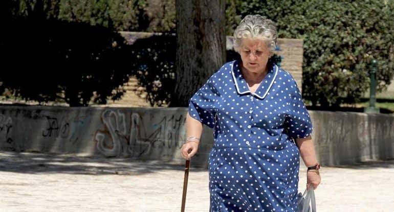 Бабушка впала в депрессию от осознания грехов. Как помочь?