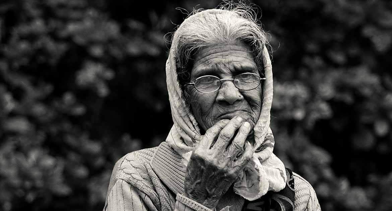 Бабушка хочет креститься. Не уверен, что сознательно. Как быть?