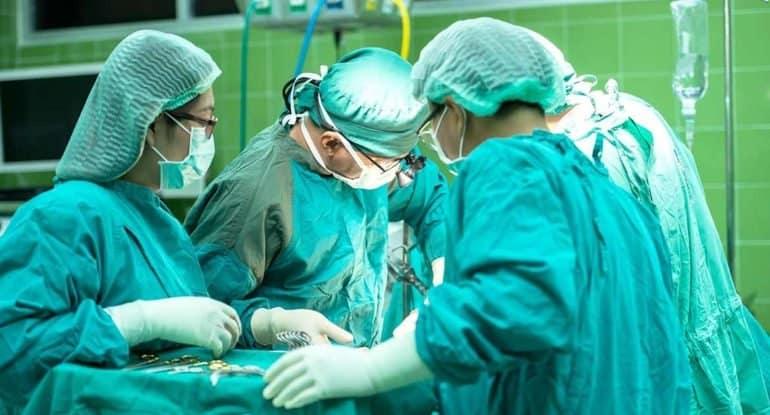 Почему не стоит срывать на врачах злость из-за эпидемии и положения дел в нашей медицине?